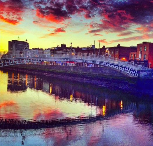 """Good Morning! Sunrise over the Ha'Penny Bridge in Dublin. @gotoirelandca @discoverirlg"""