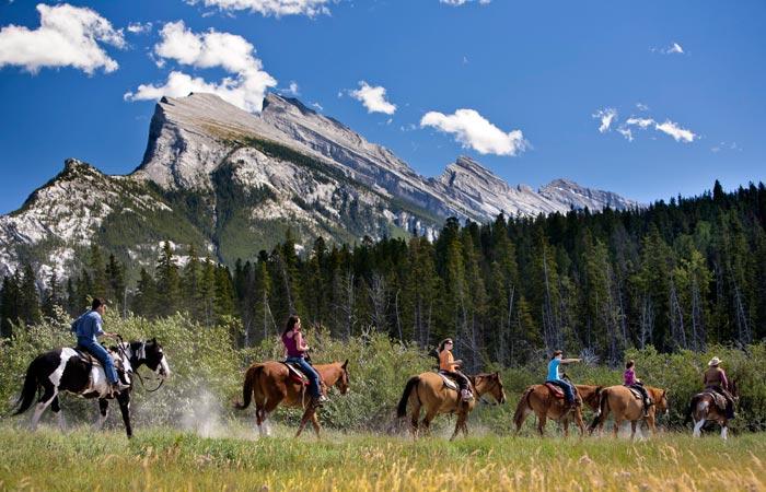 Photography courtesy of Banff Lake Louise Tourism / Paul Zizka Photography
