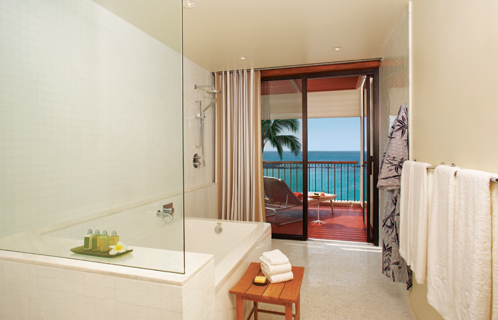 The Ocean View Deluxe bathroom. Image courtesy Mauna Kea Beach Hotel.