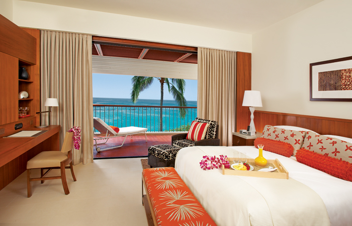 An Ocean View room. Image courtesy Mauna Kea Beach Hotel.